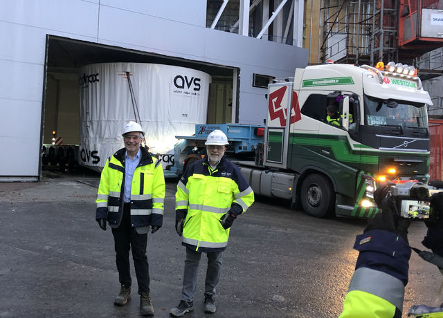 From left: ESS Director General John Womersley and ESS Technical Director, Kevin Jones proud to see the Monolith Vessel arrive on site.